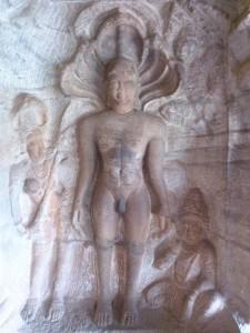 Sculpture Jain à Badami, on peut voir que le motif du serpent à cinq têtes à été conservé