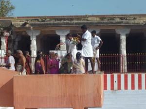 Fidèles bénis à coup de sceau à Rameshwaram